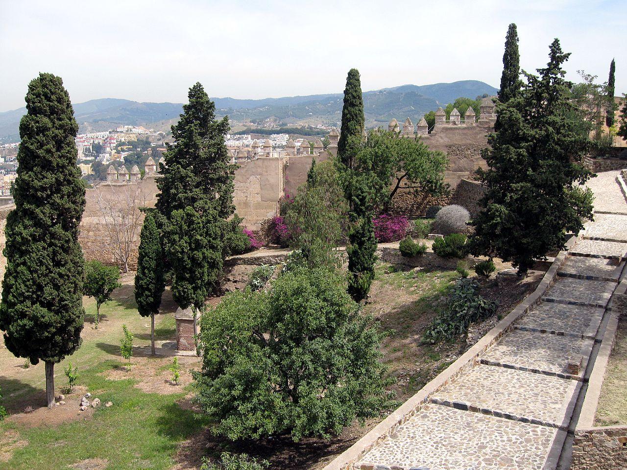 Арабская крепость Хибральфаро, сад