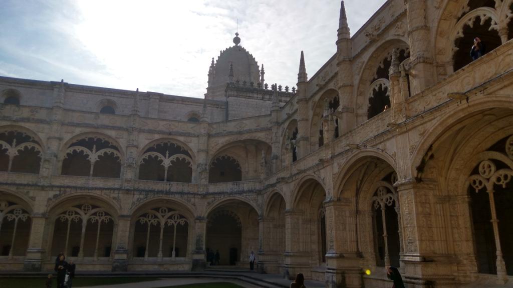 Внутренний двор монастыря Жеронимуш, Лиссабон