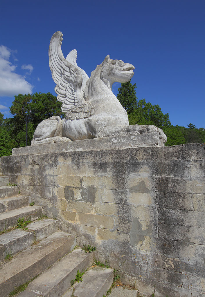 Марфино, скульптура грифона