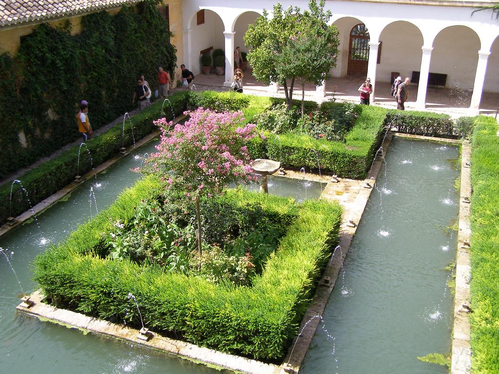 Сады Хенералифе, Патио-де-ла-Асекиа
