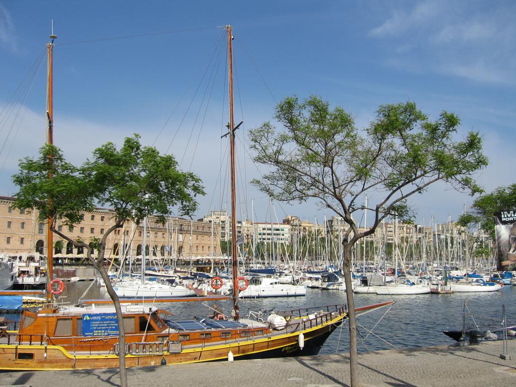 Старый порт Барселоны, стоянка яхт