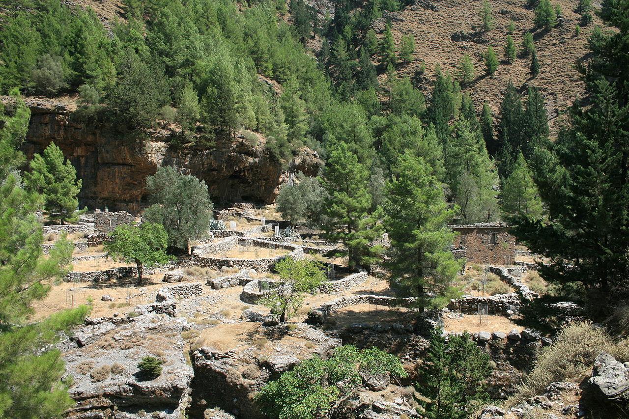 Ущелье Самария, руины построек деревни Самарья