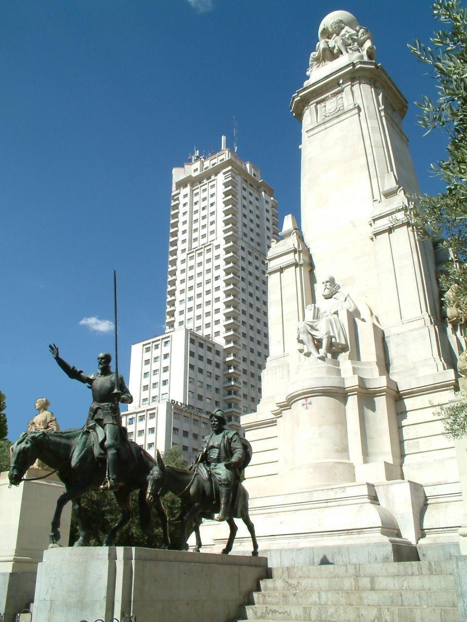 Площадь Испании в Мадриде, памятник Сервантесу