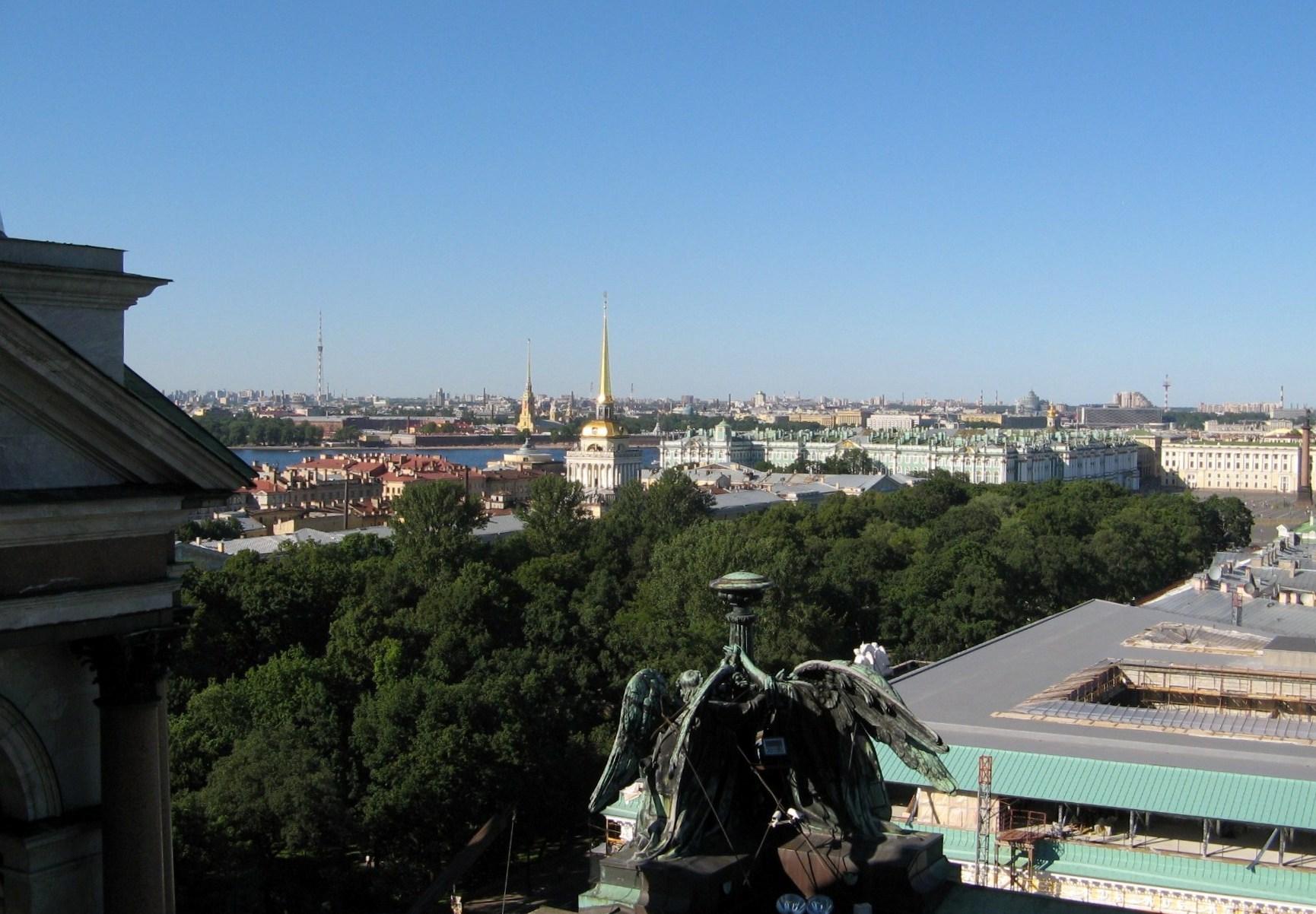 Вид со смотровой площадки Исаакиевского собора на Адмиралтейство и Александровский сад