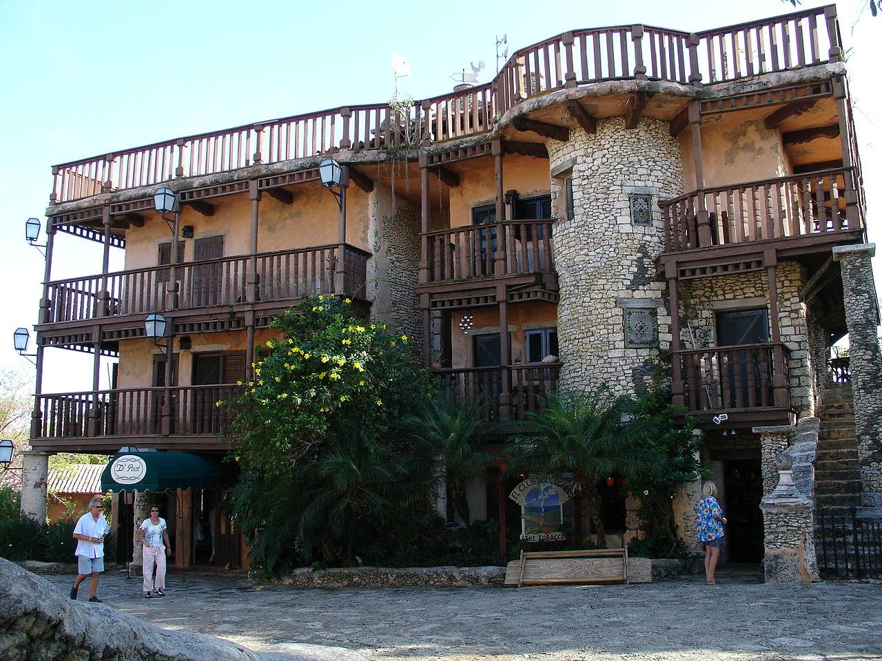Здание в Альтос-де-Чавон