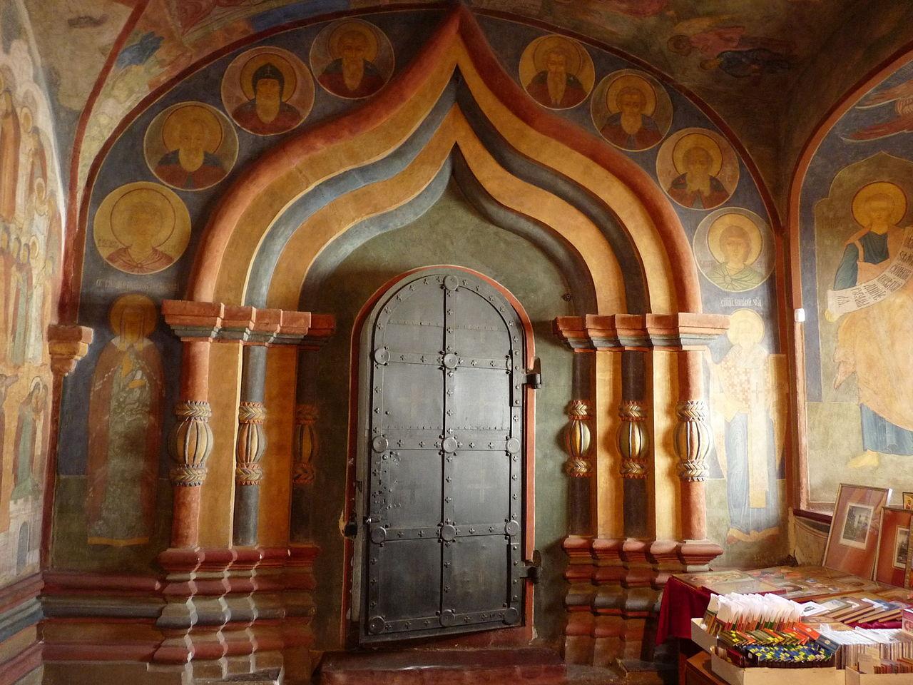 Интерьер Ипатьевского монастыря