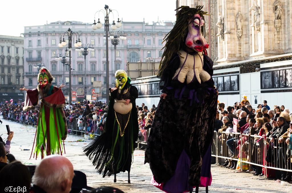 Куклы на карнавале в Милане