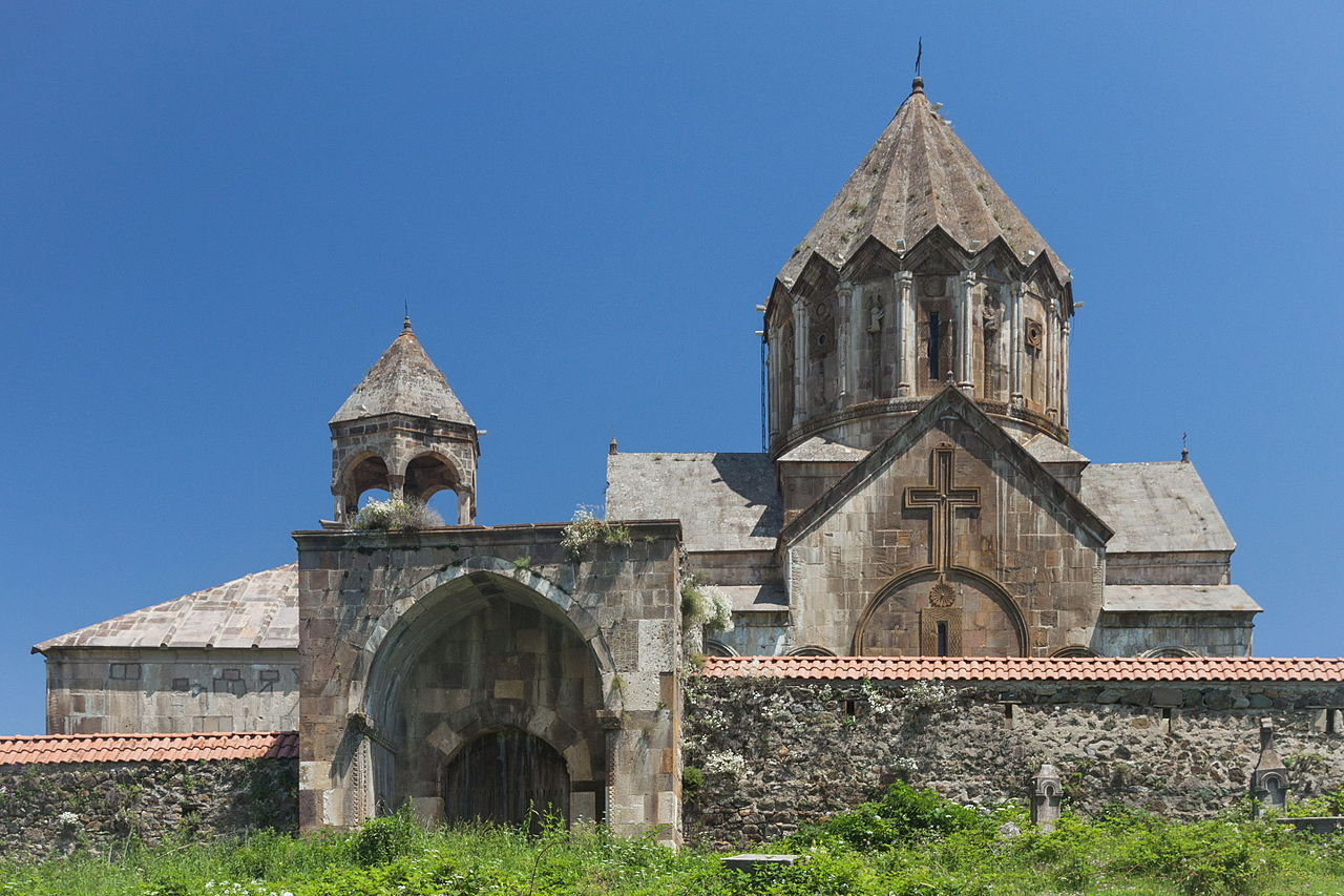 Вид на Гандзасарский монастырь, Нагорный Карабах