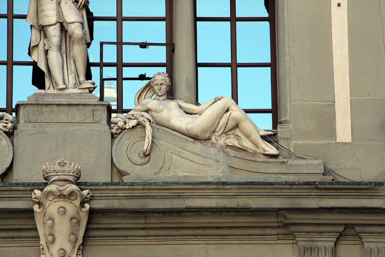 Галерея Уффици, скульптура на фасаде