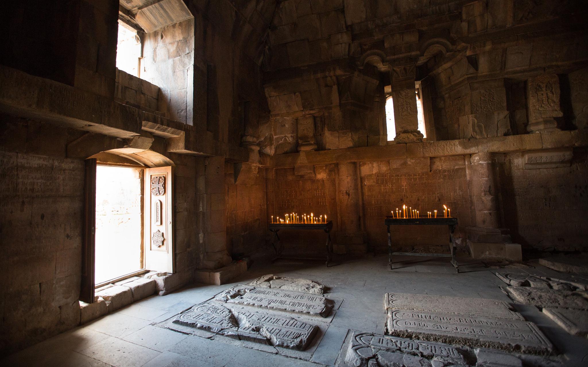 Монастырский комплекс Нораванк, интерьер церкви