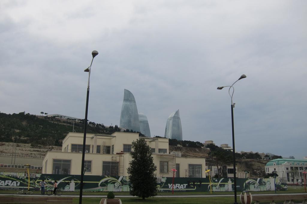 Пламенные башни и виды Баку