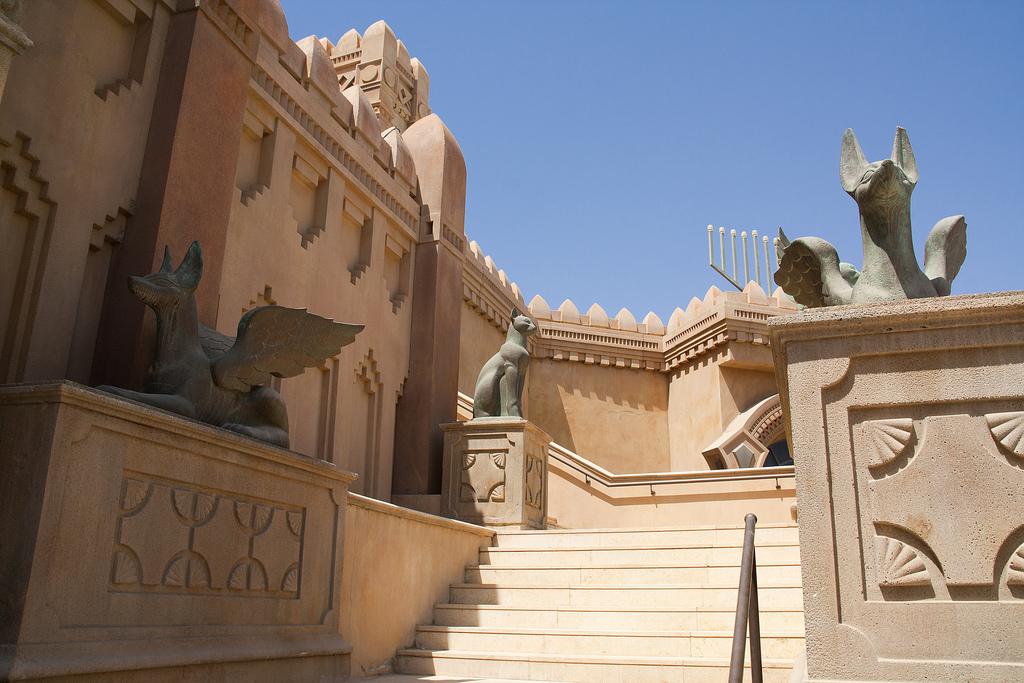 Город Царей в Эйлате, лестница в древнеегипетском стиле