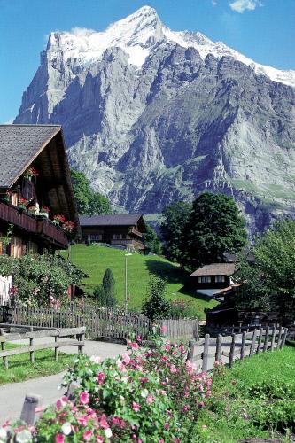 Дома на фоне горы Веттерхорн, Гриндельвальд.jpeg