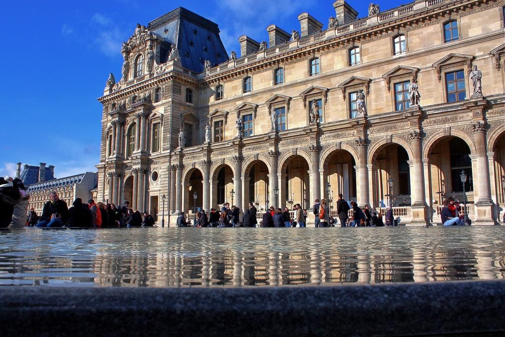 Очереди в Лувр, Париж