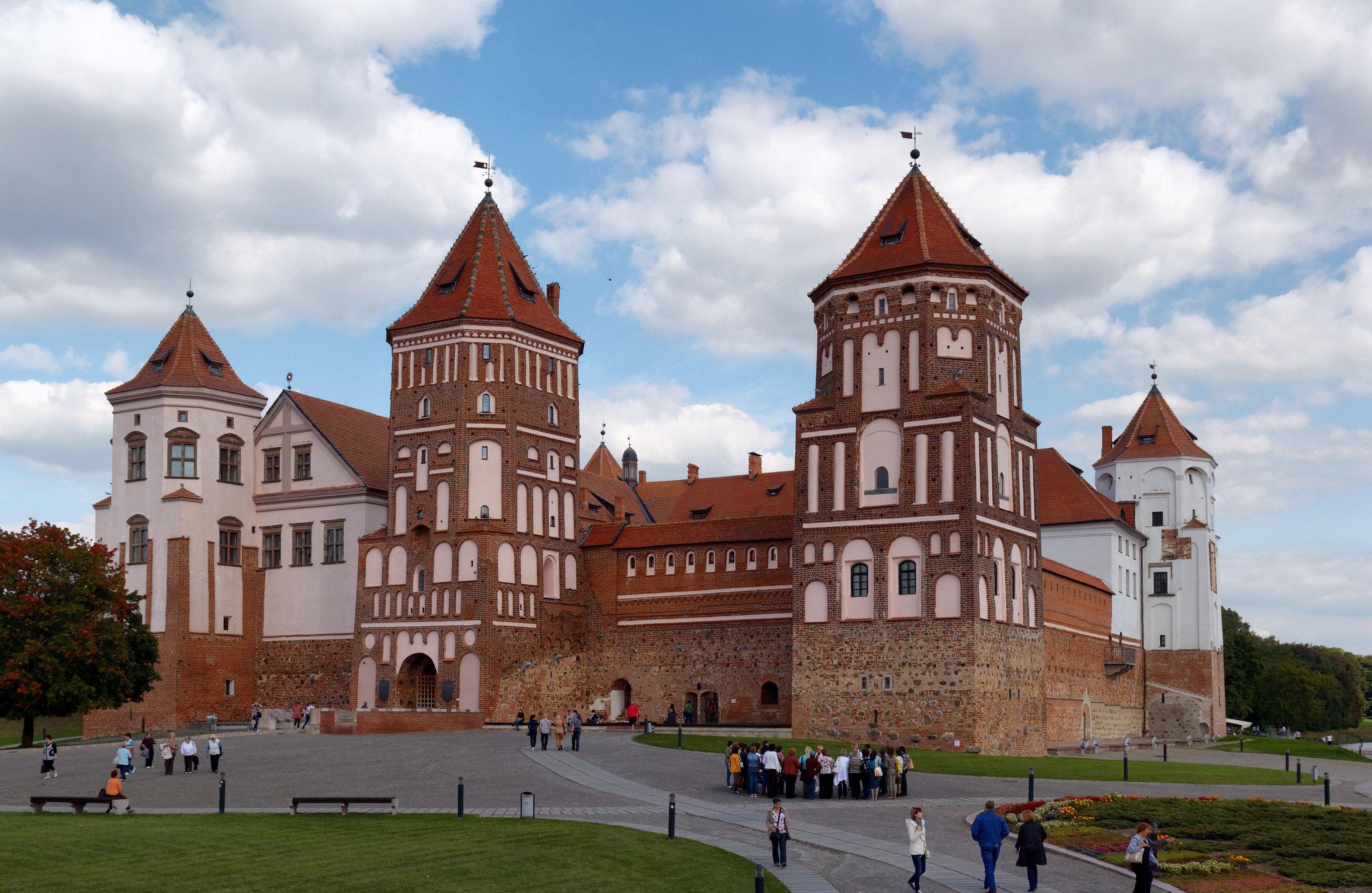 Вид на Мирский замок