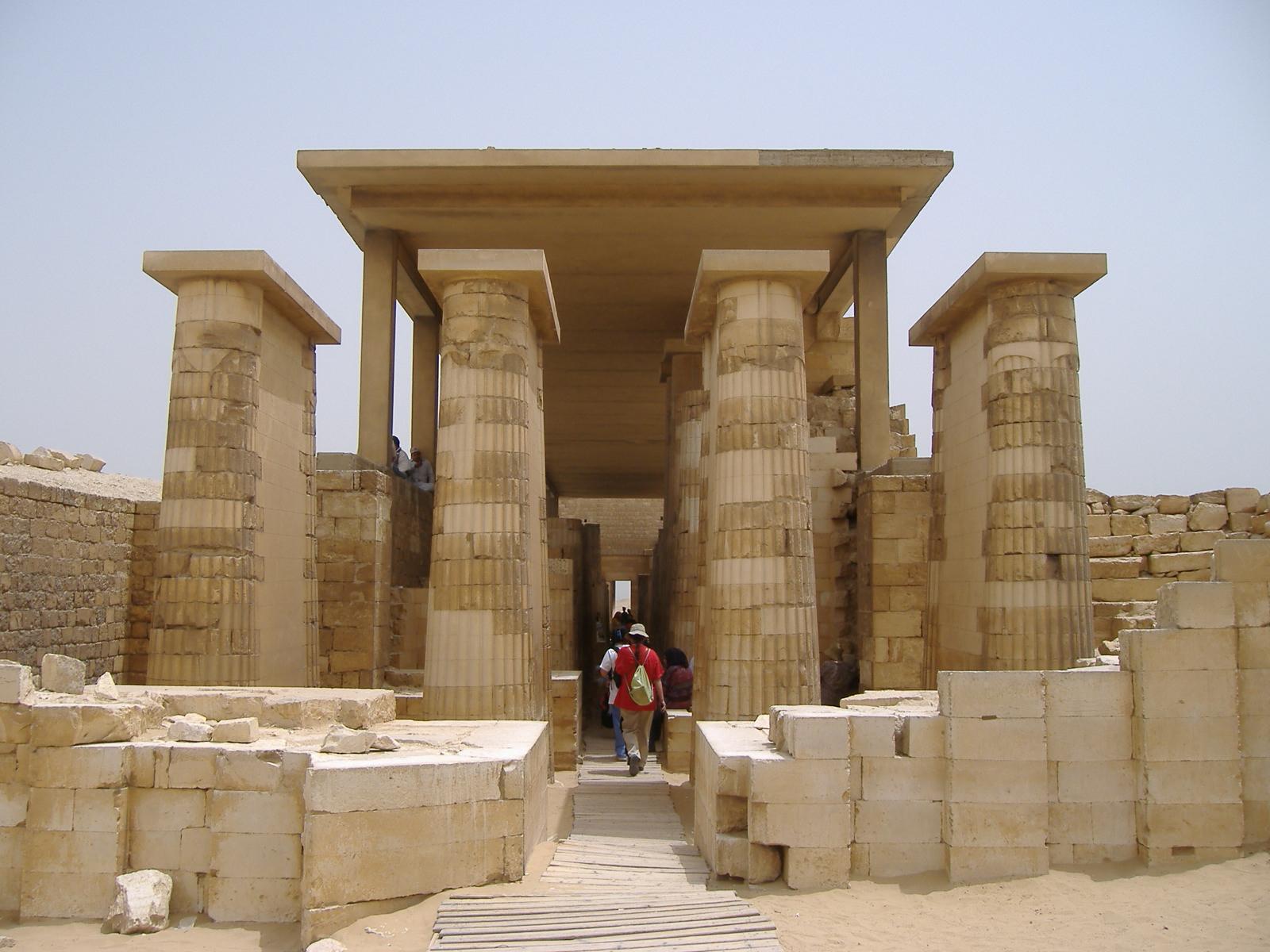 Колоннада, Пирамида Джосера, Саккара