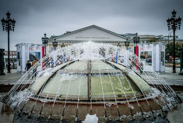 Манеж и фонтан на Манежной площади