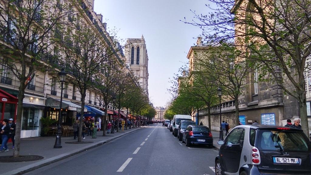 Улица Арколь, по пути к Нотр-Дам-де-Пари, Париж