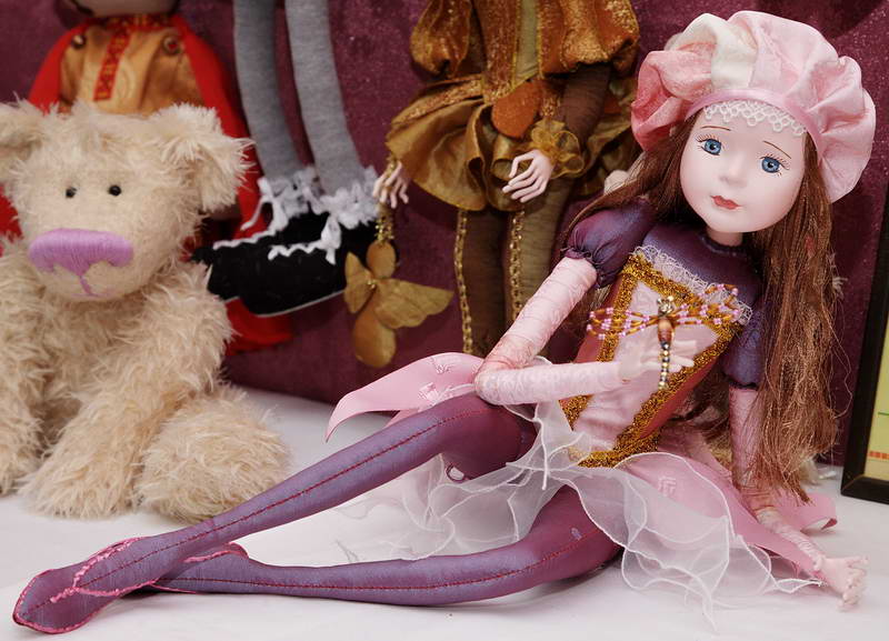Девочка со стрекозой художника Ольги Павлычевой