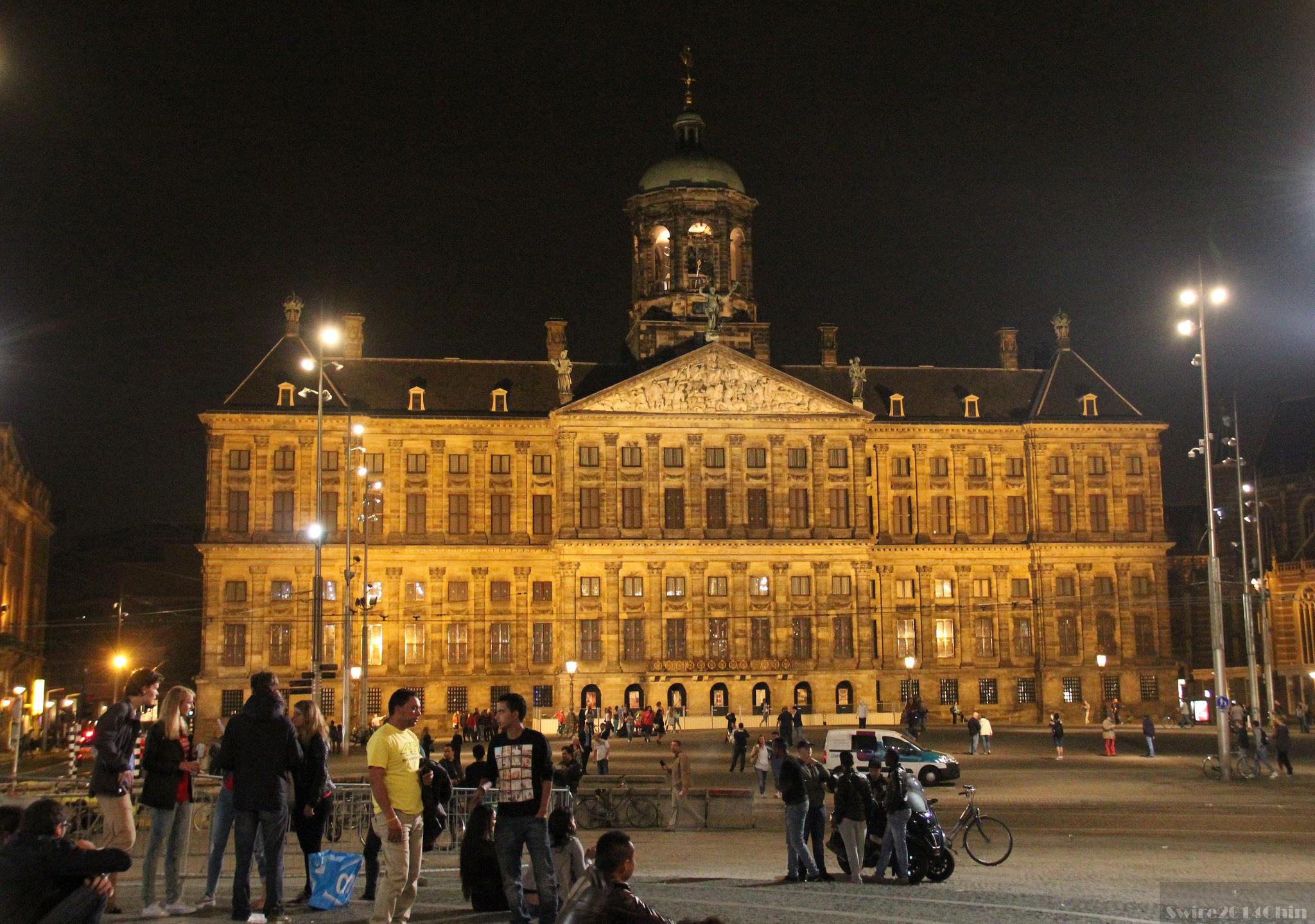 Королевский дворец в Амстердаме, вечер