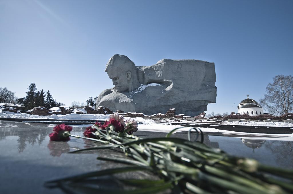Памятник защитникам Брестской крепости и Вечный огонь, Брест