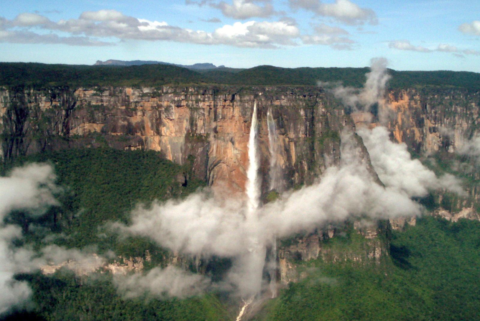 Панорамный вид на водопад Анхель, Венесуэла