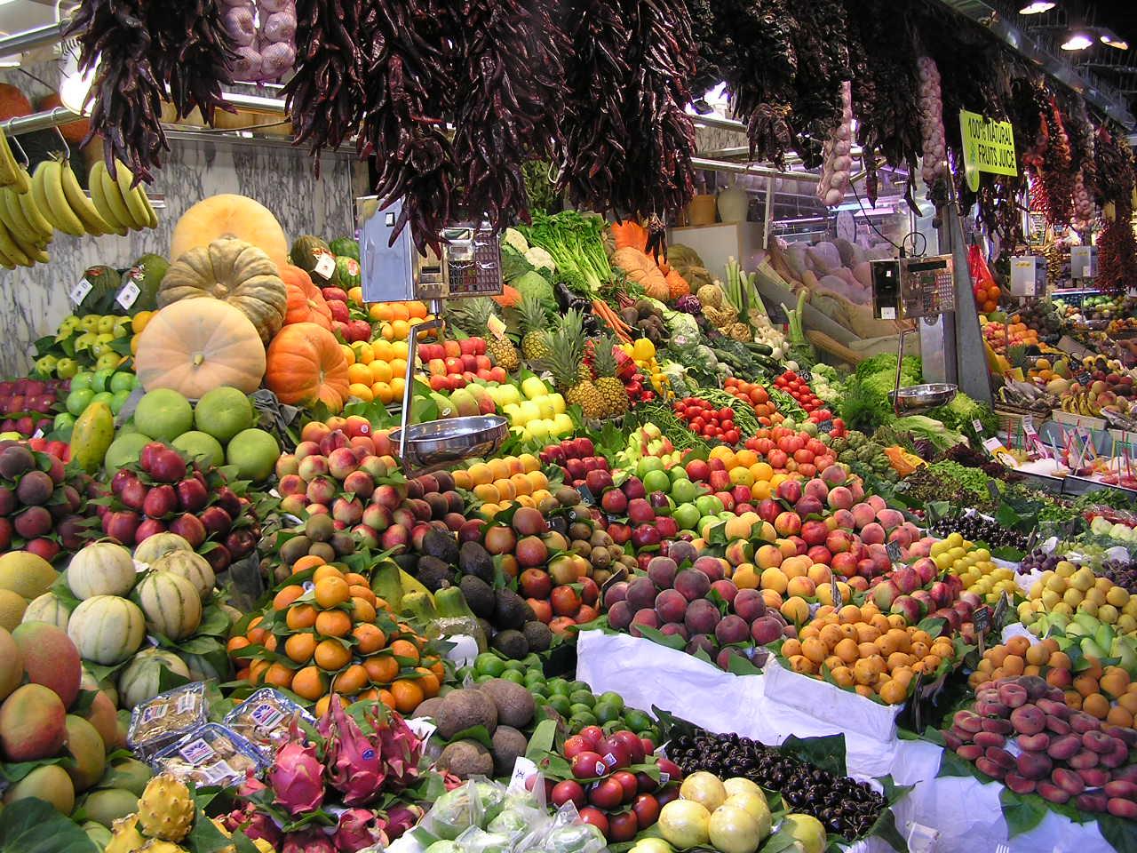 Рынок Бокерия, прилавок с фруктами