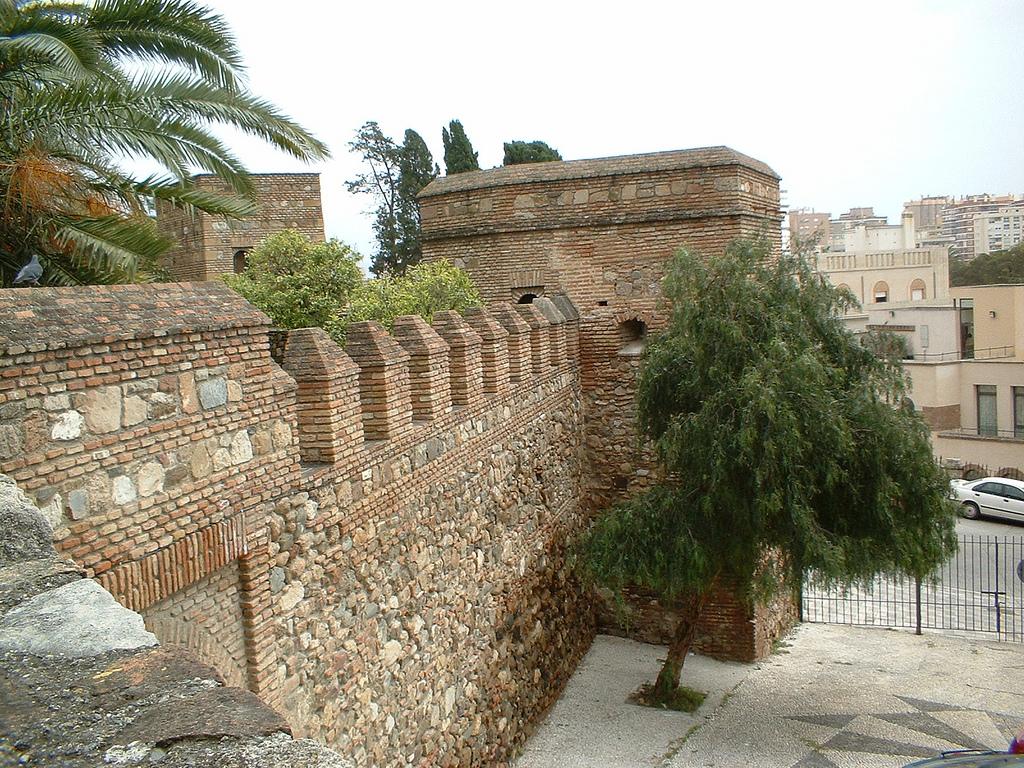 Стены крепости Хибральфаро