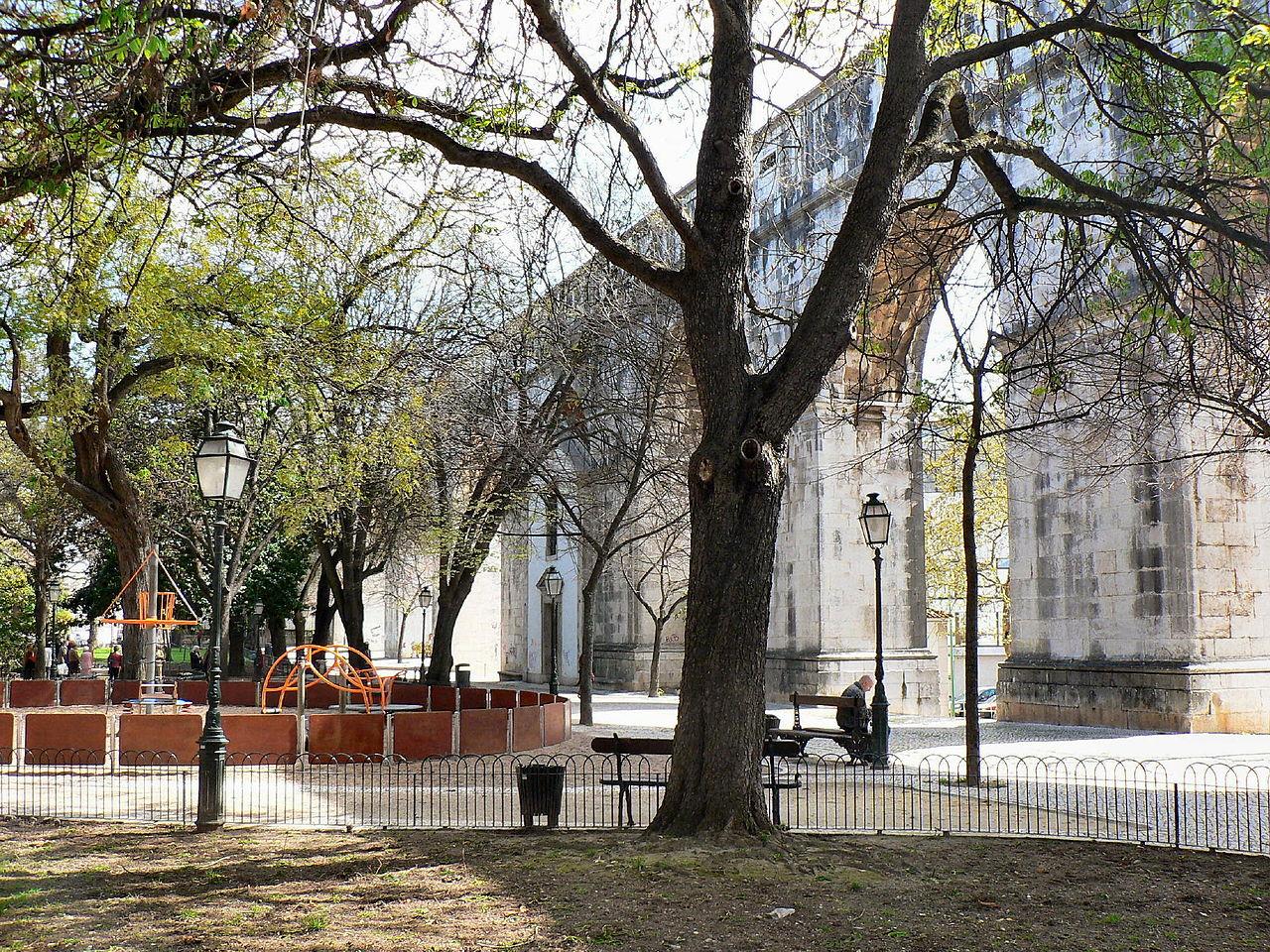 Акведук Агуаш-Либриш в Лиссабоне, площадь Amoreiras