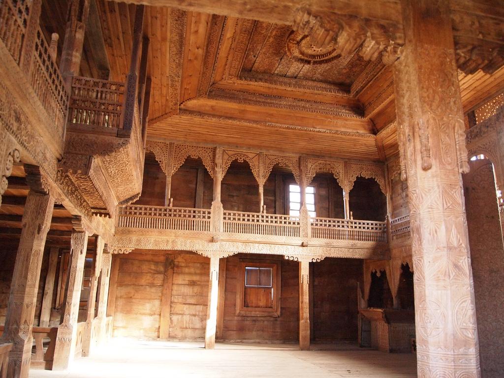 Тбилисский этнографический музей, ажурная деревянная отделка дома