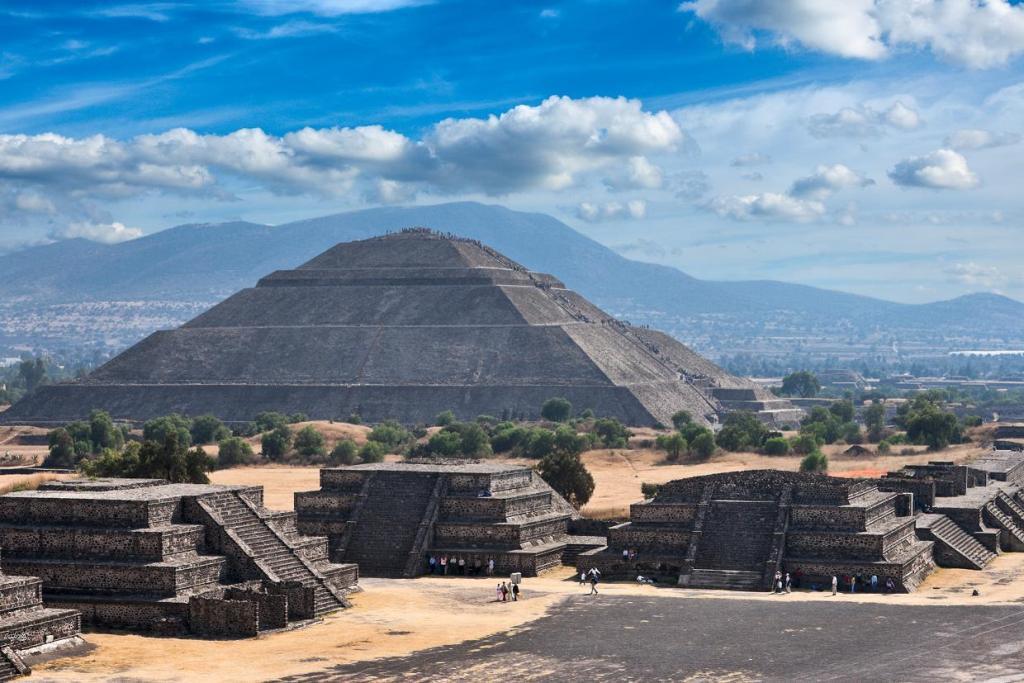 Теотиуакан, вид с пирамиды Луны