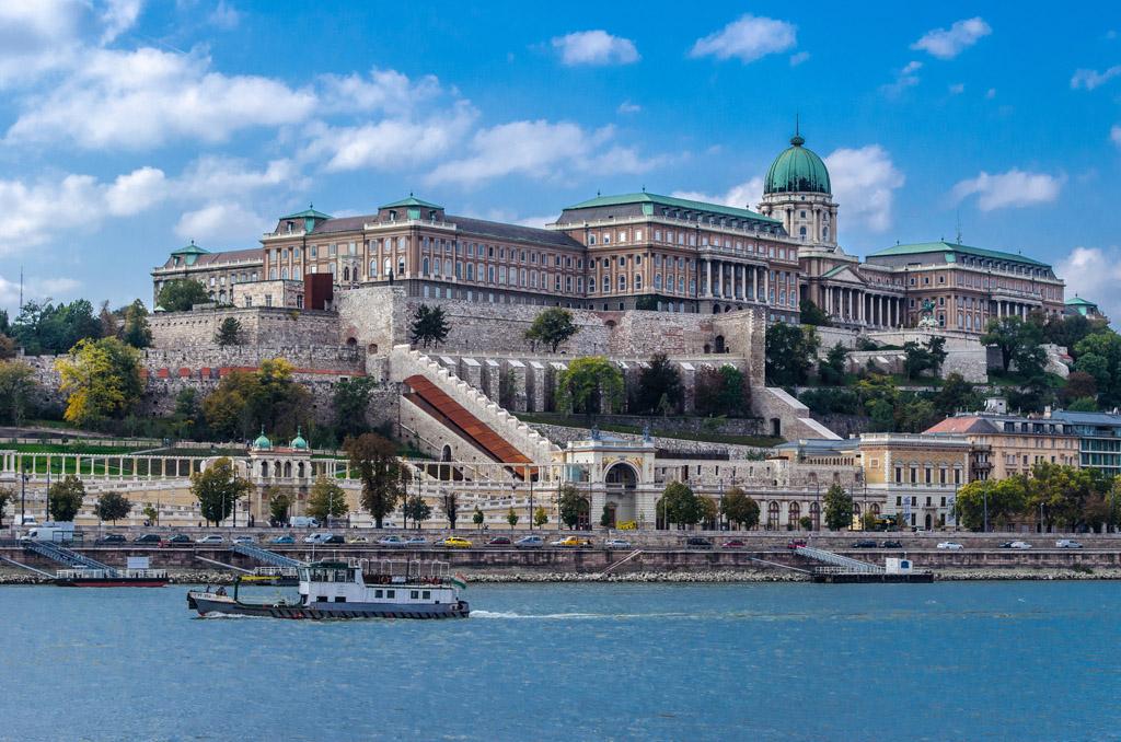 Будайская крепость у берегов Дуная, Будапешт