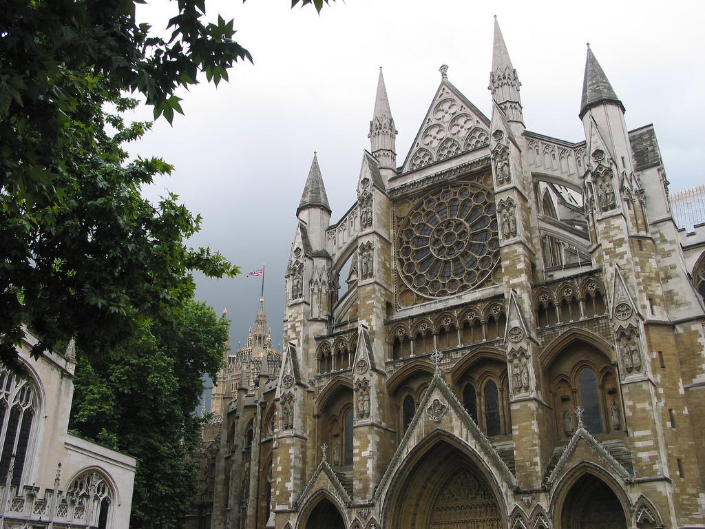 Вестминстерское аббатство в Лондоне летом