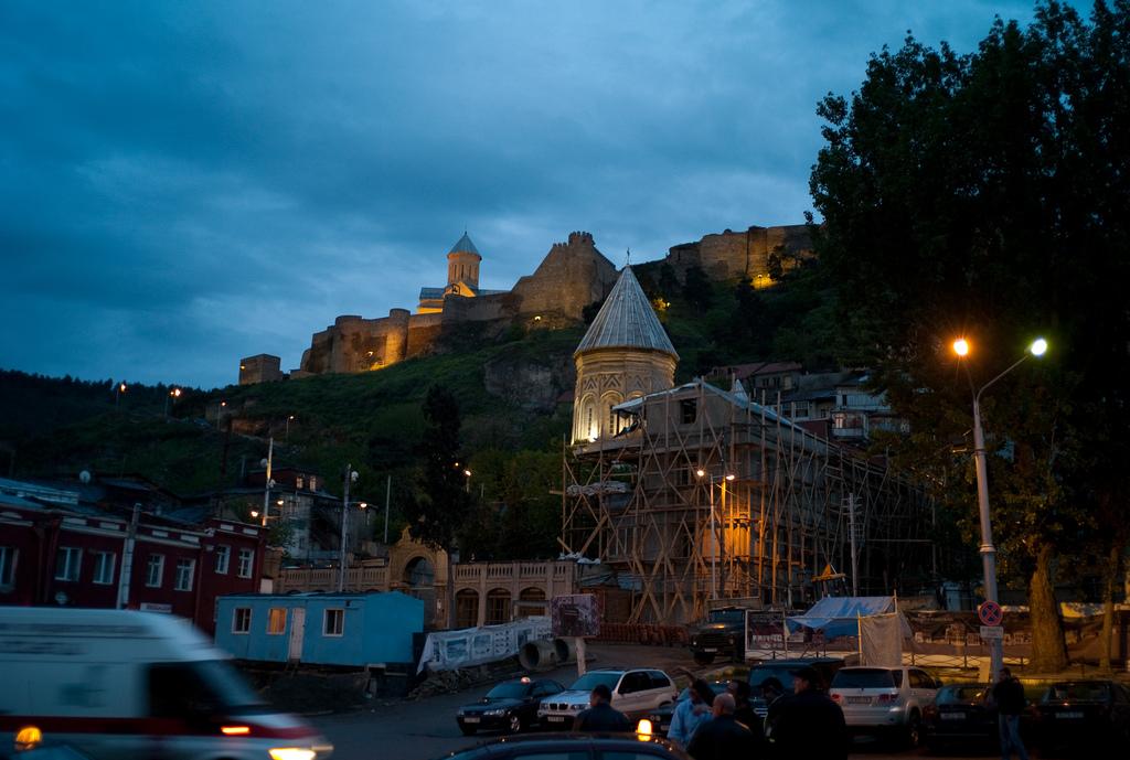 Крепость Нарикала ночью, Тбилиси