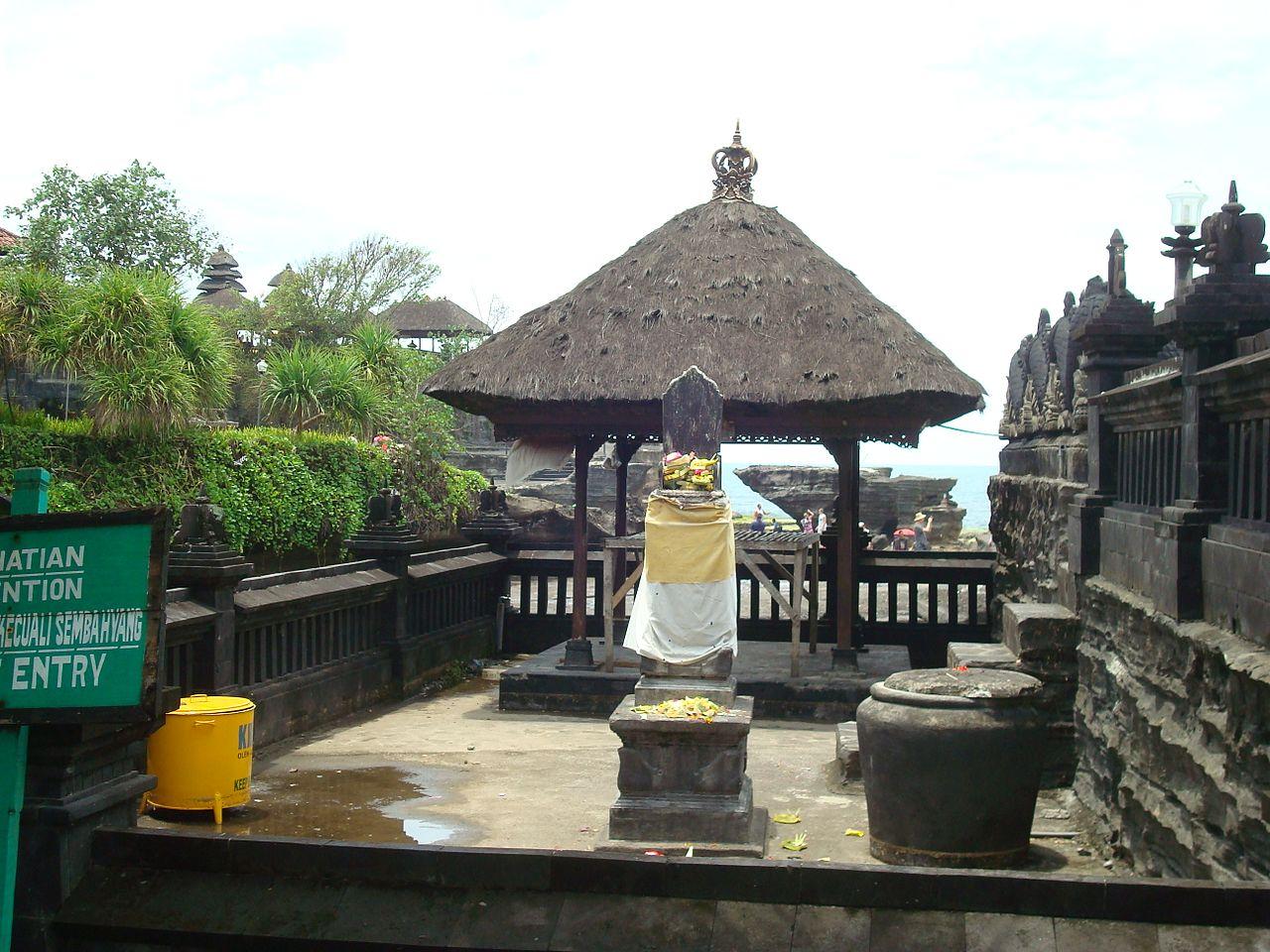 Танах-Лот, действующий индуистский храм