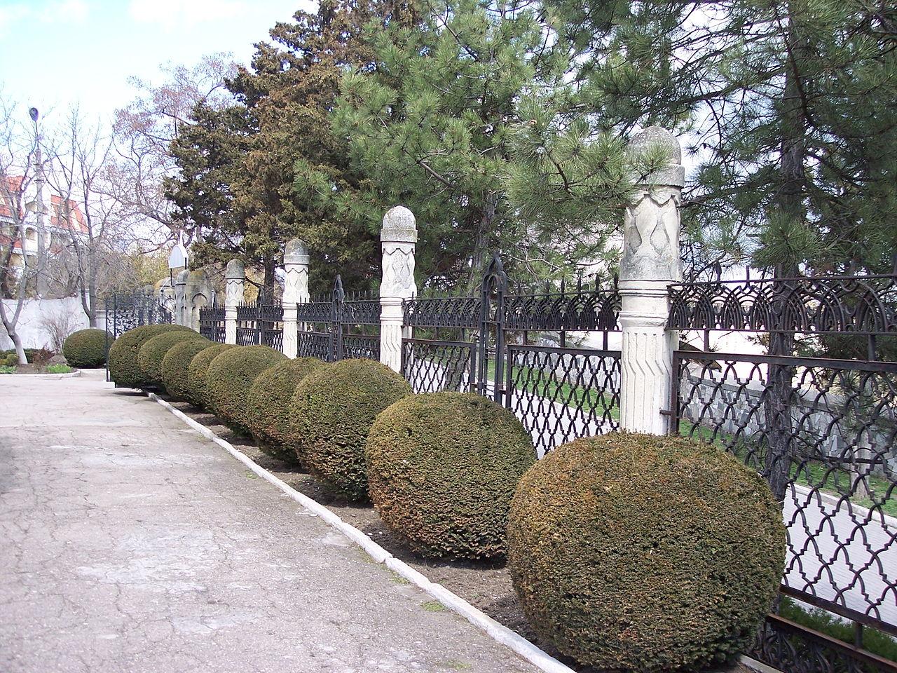 Дача Стамболи, ограда