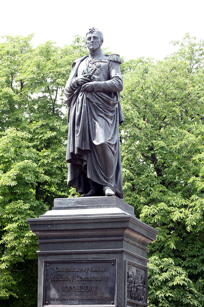Соборная площадь Одессы, памятник светлейшему князю М. С. Воронцову