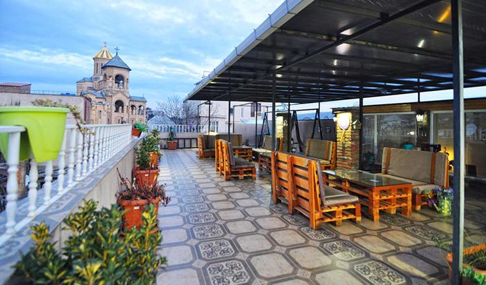 7 недорогих отелей в Тбилиси Renaissance Hotel 2.jpg