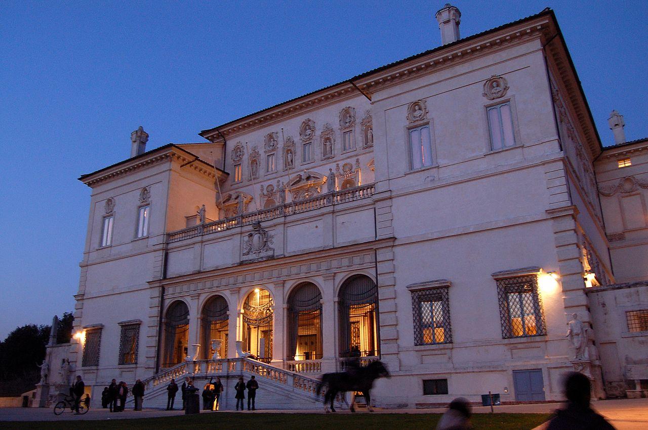 Галерея Боргезе в вечернем освещении