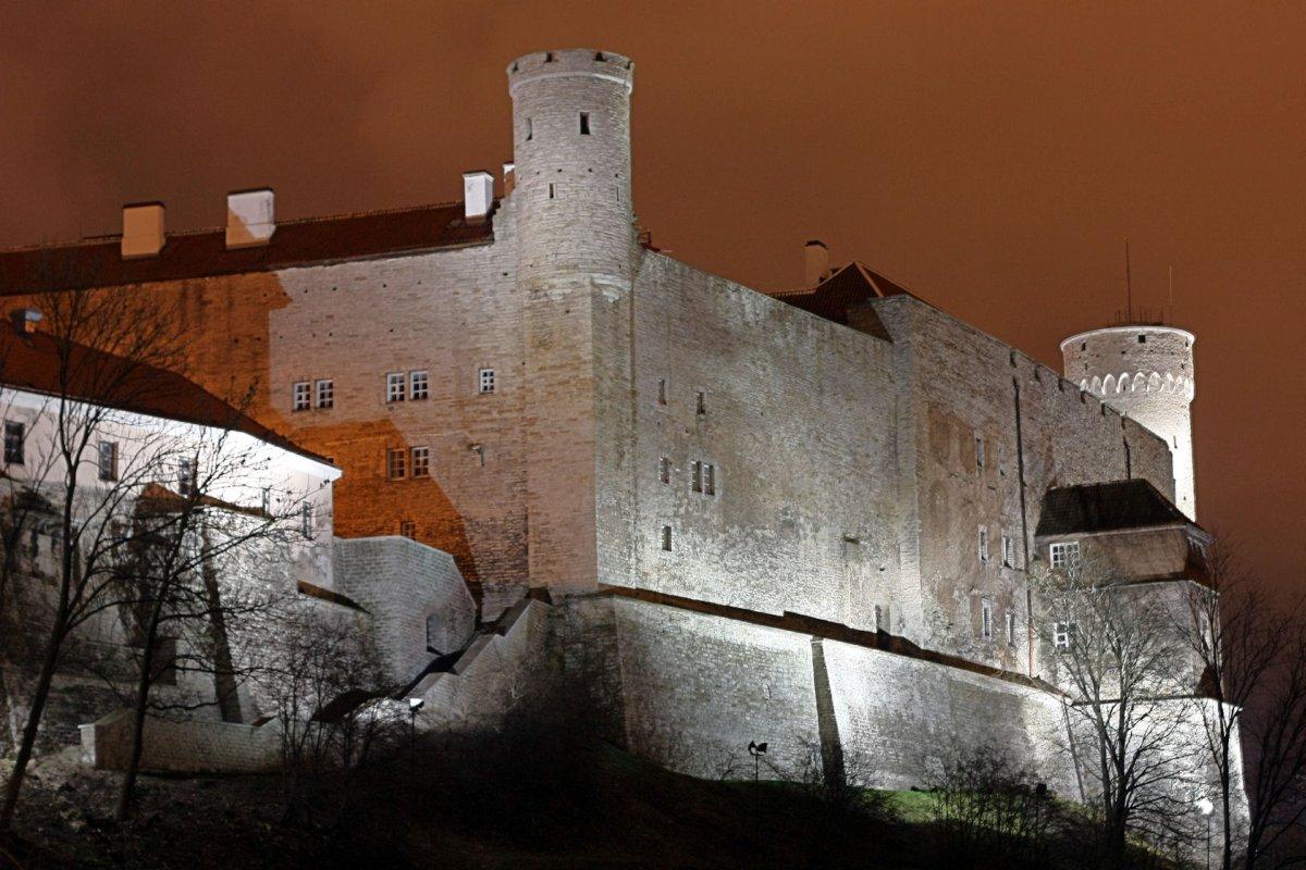 Замок Тоомпеа, ночное освещение