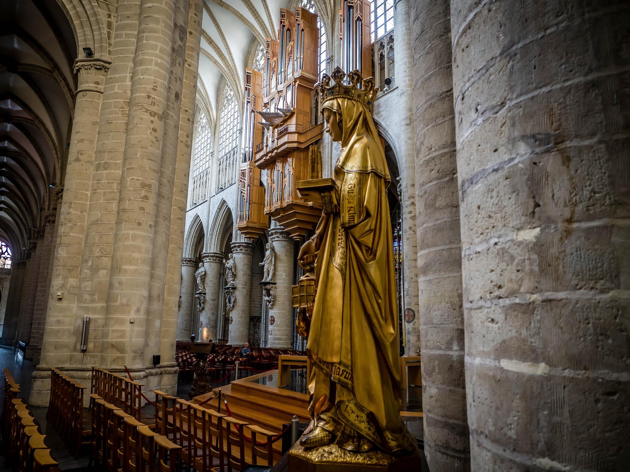 Собор Сен-Мишель-э-Гюдюль, дева Мария и орган