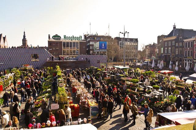Вид на рынок Блуменмаркт