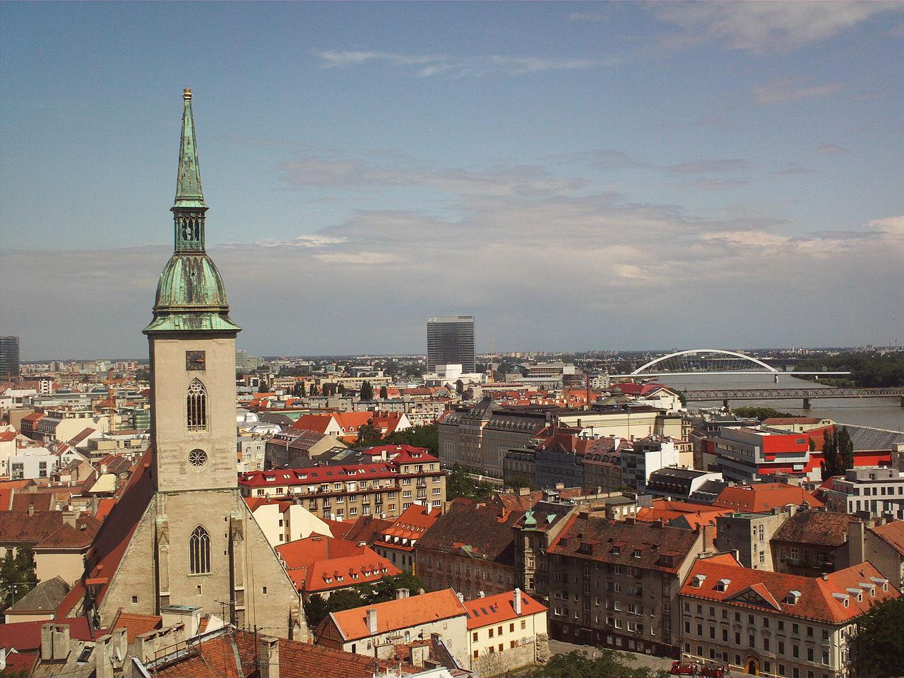 Вид на собор Святого Мартина и Братиславу
