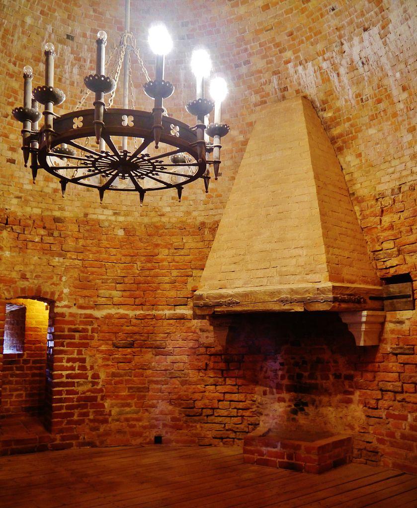 Турайдский замок, камин