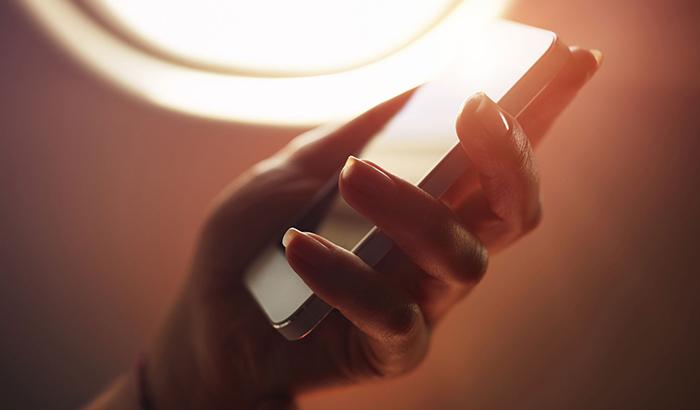 4 причины, по которым пользоваться мобильным в самолете нельзя 2.jpg