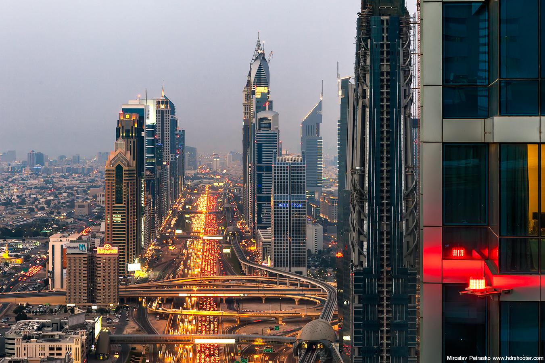 Даунтаун Бурдж Дубай вечером