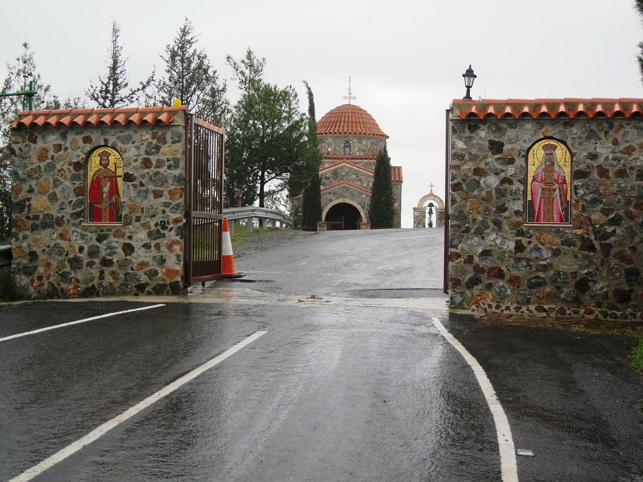 Монастырь Ставровуни, ворота