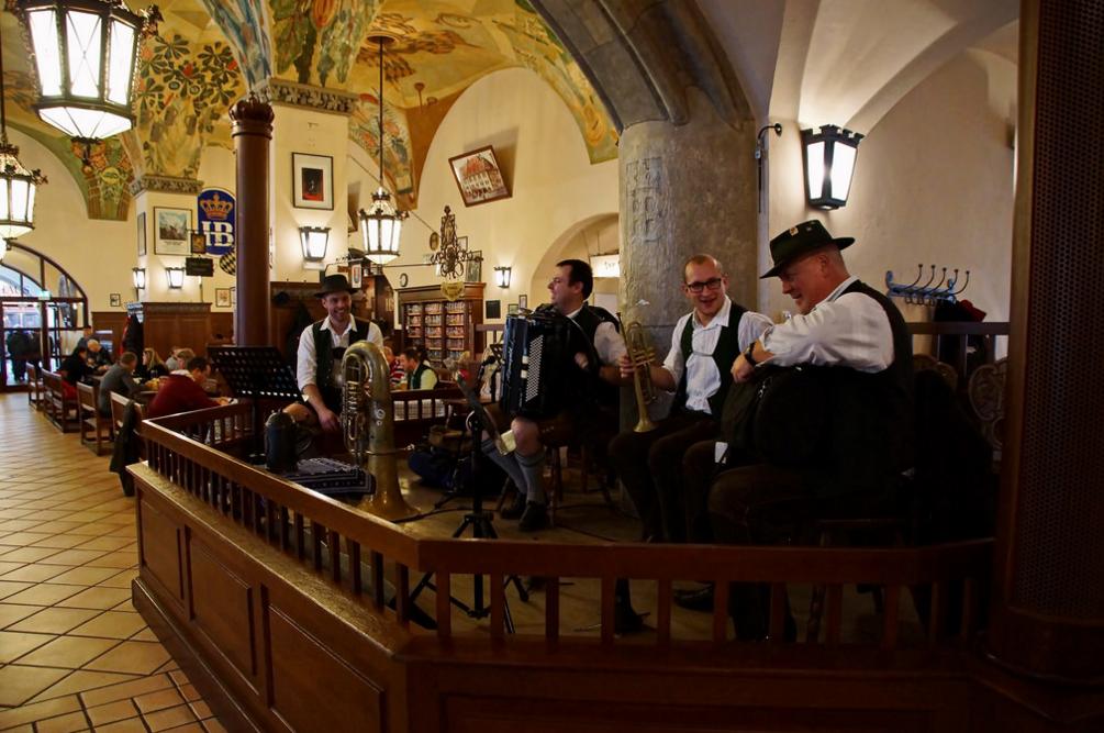 Оркестр в ресторане Хофбройхаус