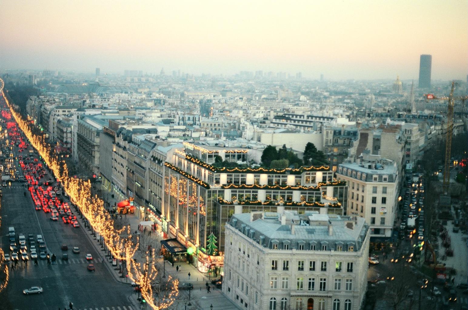 Париж во время рождественских праздников