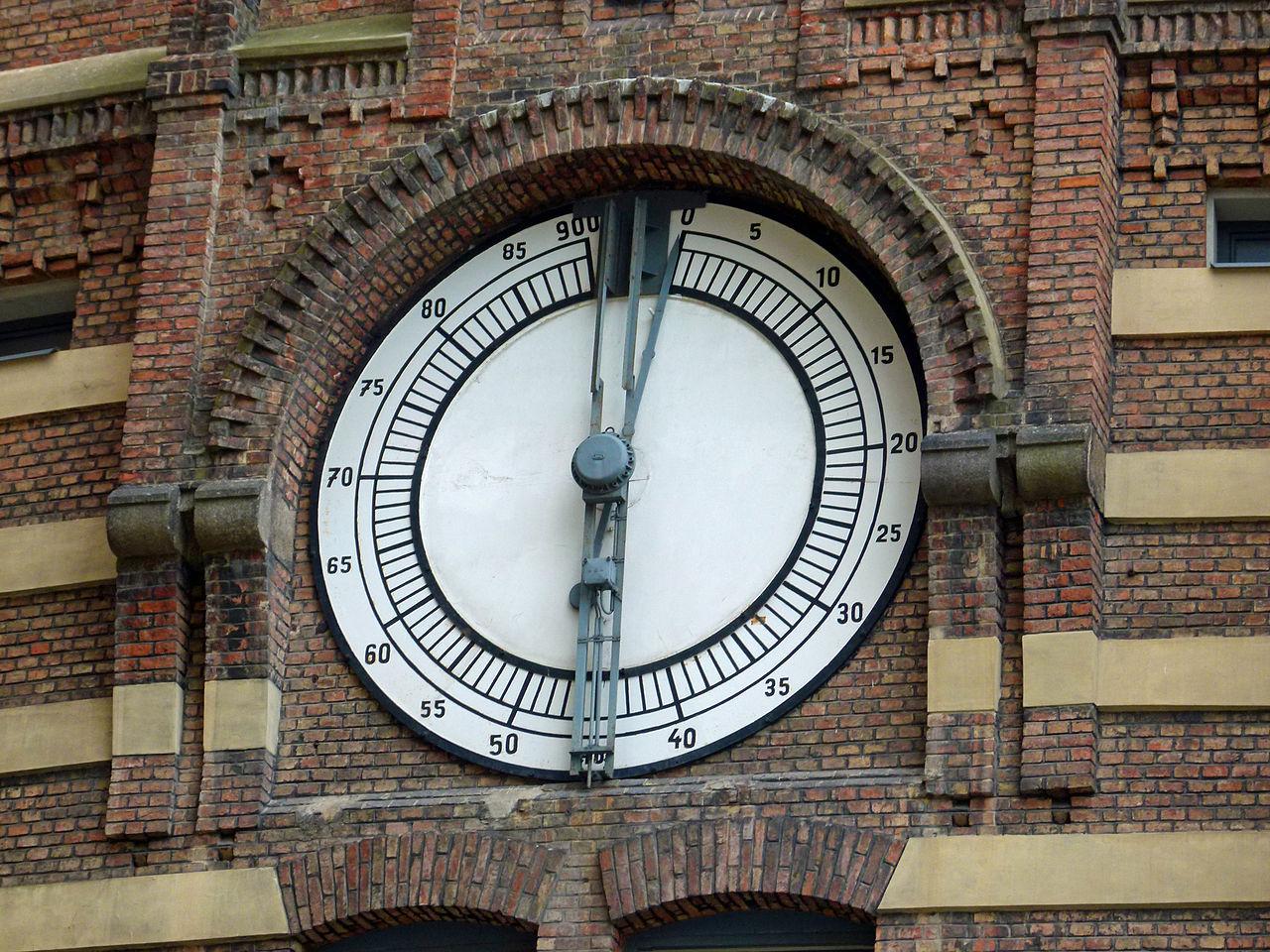 Венский газометр, деталь фасада